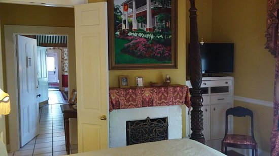 Natchitoches, LA: The view out of the room toward the kitchen, dining room and front door.