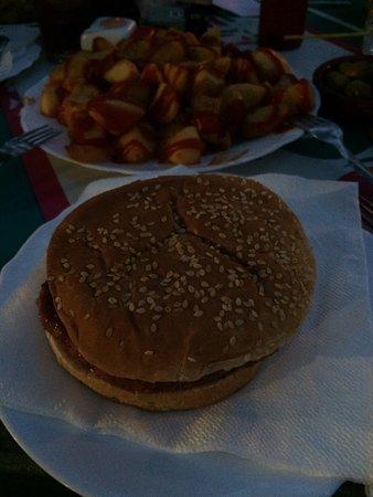 Atarfe, Spanyol: Bravas y Hamburguesa
