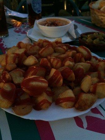 Atarfe, Spanje: Bravas y Hamburguesa