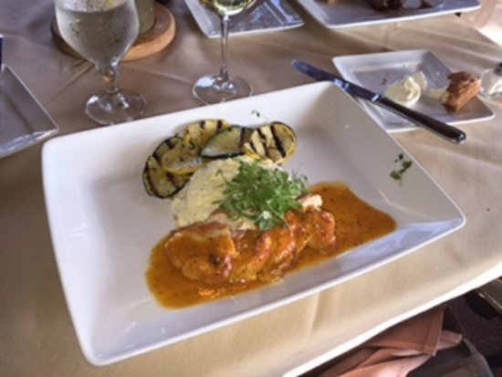 Dobson, Северная Каролина: Chicken Caplcolla with ham and charred tomato butter