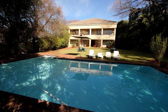 """Drifters Johannesburg Lodge: My byli v zimě, takže bazén trochu """"studený"""", ale jinak asi prima se tam svlažit v letních měsíc"""