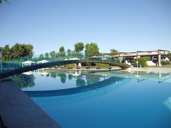 San Giovanni in Marignano, Italia: piscina con ponte