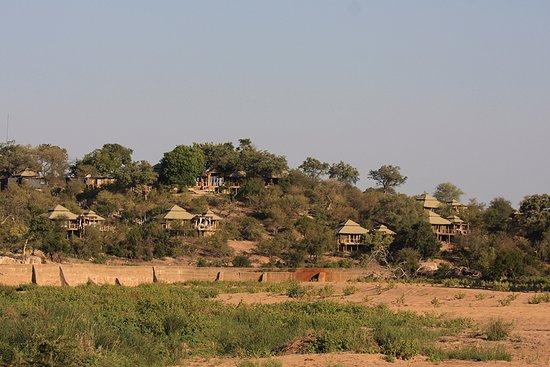 Частный заповедник Тимбавати, Южная Африка: Simbavati Hill Top from the riverbed.