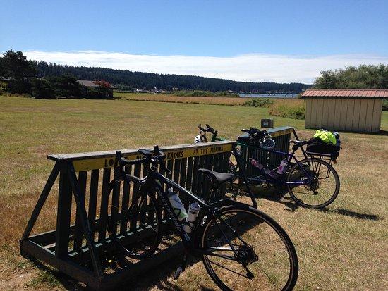 Lopez Island, WA: Safe rest for bikes