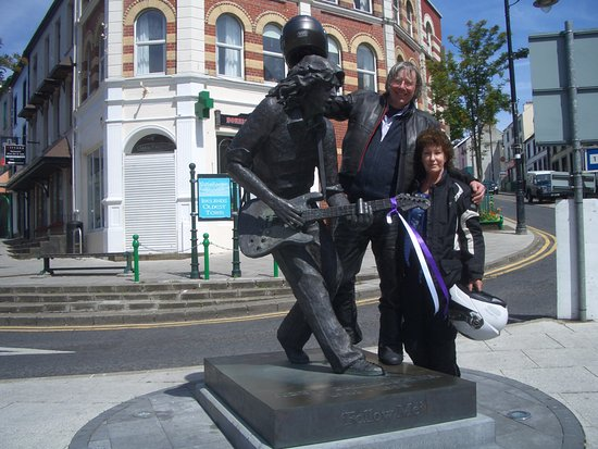 Rory Gallagher Statue : Guitar hero