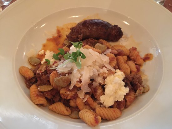 Kinston, Carolina do Norte: 3rd Course-wonderful lamb sausage w/pasta, tom sauce, butterbeans & fresh cheese served w/pinot