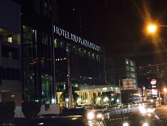 Hotel Riu Plaza Panama: Entrada Principal Riu Plaza Panama
