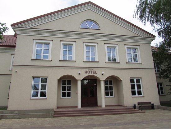 Pinczow, Poland: Wejście do hotelu