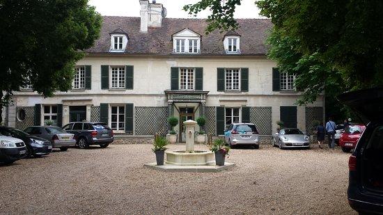 Varennes-Jarcy, France : l'arrivée à la Varenne