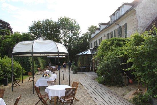 Varennes-Jarcy, France : L'extérieur pour le cocktail et le brunch le lendemain