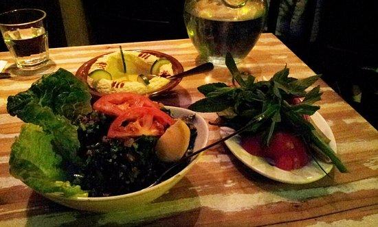 Roseville, Australien: Hommos, Tabbouleh and pickled veggies