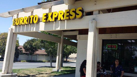 밀피타스, 캘리포니아: 소박한 밖 모습