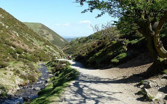 Church Stretton, UK: Beautiful hills and valleys to explore on the way up to and down from Long Mynd