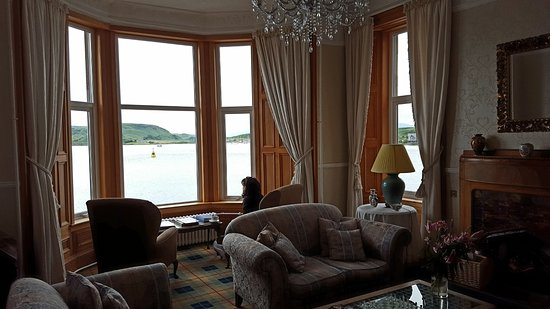 Wellpark House: Guest lounge on second floor, overlooking the water