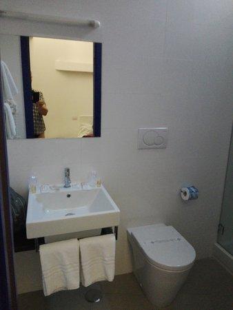 Hotel Eden: Foto van de gerenoveerde kamer moo eni proper