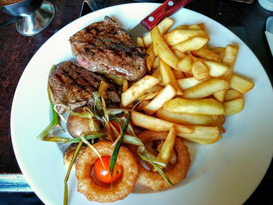 Vaynol Arms: 8oz Rump Steak, Chips, Grilled Tomato, Mushroom, Onion Rings