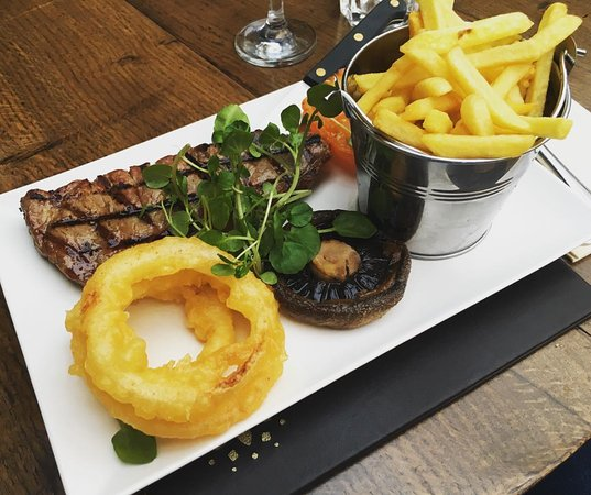 Sutton on the Forest, UK: Sirloin steak