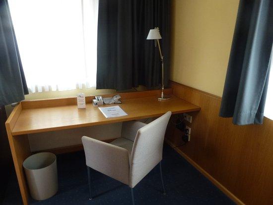 Hotel Aquino: Schreibtisch