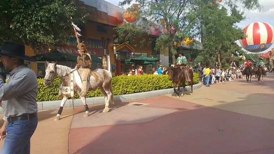 Disney Village: 20160726_180222_large.jpg