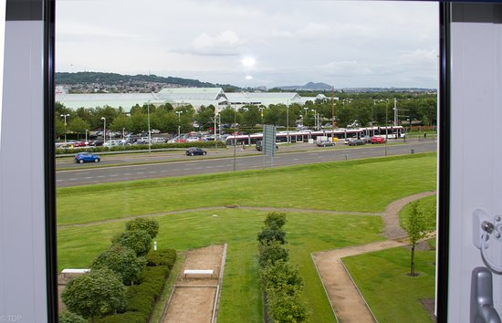 Hotel ibis budget Edinburgh Business Park: room view of Gyle Centre and Edinburgh castle