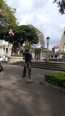 Central Park (Parque Central): A bronze sculpture of a street cleaner