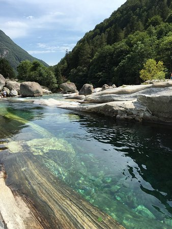 Vogorno, Schweiz: Parte del fiume dove poter tuffarsi