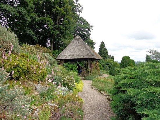 Chirk, UK: Lovely summer house in the castle gardens