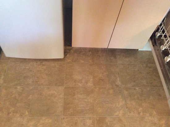 Village West Resort - West Lake Okoboji : Kitchen tile only meets the cupboards and refrigerator
