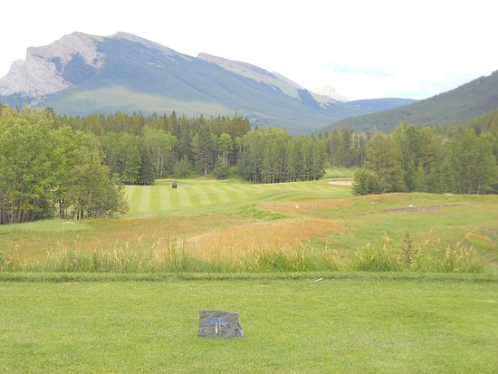 Stewart Creek Golf & Country Club: #10 is a great hole to start the back