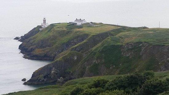 "Howth, Irlanda: The lighthouse at the peak. Photo taken from John's secret ""best spot to take the lighthouse pho"