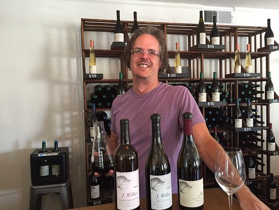 Los Olivos, CA: What a wonderful treat! Having Wes Hagen sharing his experiences with us! Try all of them!!!! Th