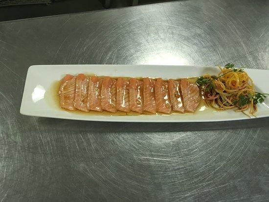 โรงแรมคราวน์ พลาซา กาฐมัณฑุ: Salmon