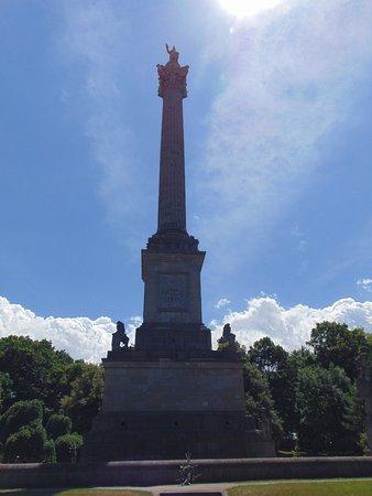 Queenston Heights Park: Gen Brock monument