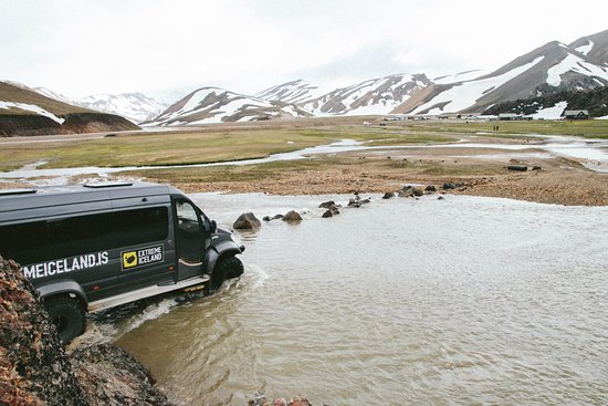 Landmannalaugar, Island: difficult crossing, but cars park on the other side and walk to camp