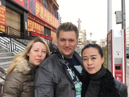Fuyuan County, China: Местные с нами.