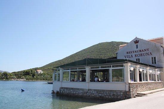 Ston, Kroatien: Vila Koruna. o lugar perfeito para um almoço de mariscos e peixe.