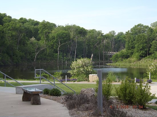 Independence, MO : the man made lake with waterfall