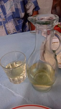 Rimpari, Yunanistan: The Ouzo burned as it went down!!!