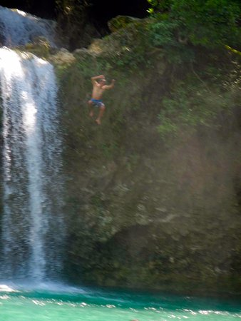 Bolinao Falls 1: That is a safe jumping spot.