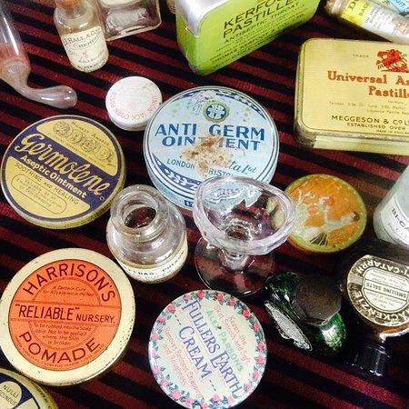 Ironbridge, UK: Vintage labels