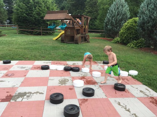 Sigel, Pensilvania: Big checkers game, small playground