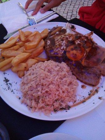 Oeiras, Portugal: Um ótimo Bife à Baía.