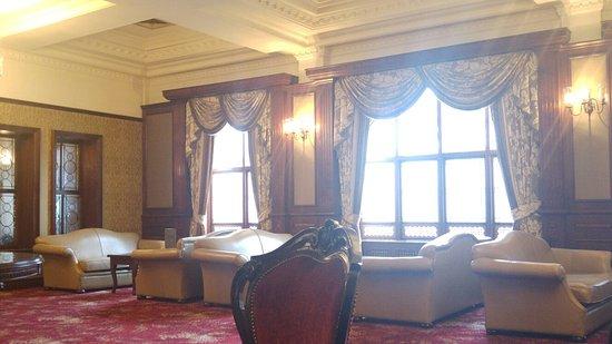 Lovely Hotel, Slow Service