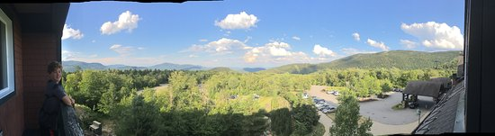 Sunday River Resort: Panoramic view from top floor room.