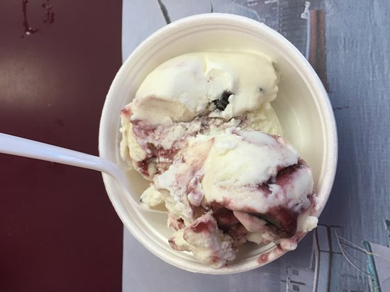 Quietside Cafe and Ice Cream Shop: Maine Black Bear....type I like to be near!