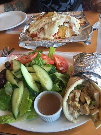 Cornwall, Canadá: Pita and greek salad