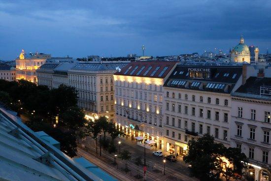 Hotel Bristol Vienna: Evening Balcony Views