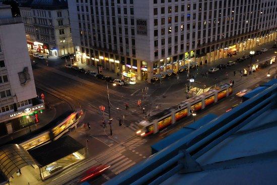 Hotel Bristol Vienna: Street views from the Balcony