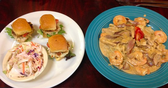 Backstreet Cafe: Mini Crab Cake Sliders and New Orleans Pasta