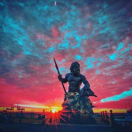 Sunrise Behind The King Neptune Pride And Joy Of Virginia Beach Boardwalk